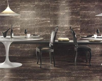 Черные мраморные плиты в интерьере