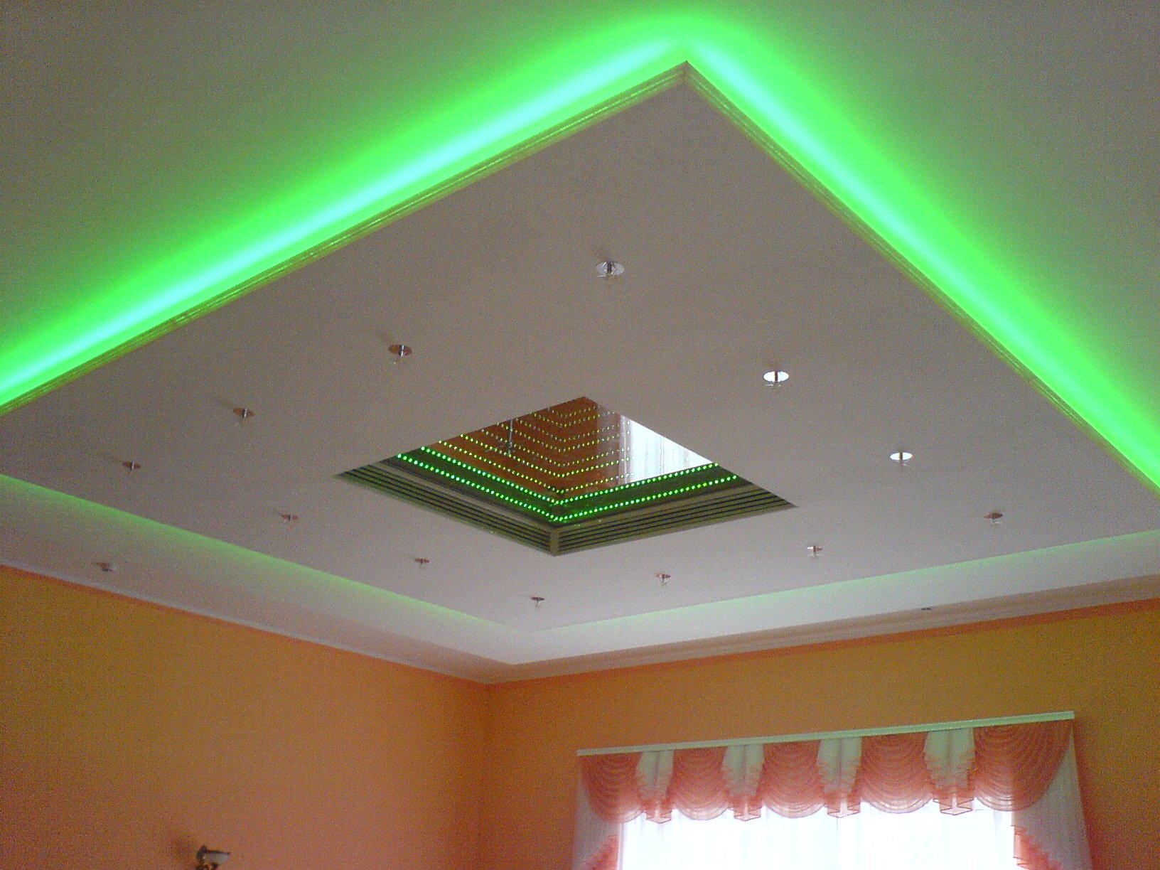 http://sam-sebe-dizainer.com/public/images/Монтаж потолка из гипсокартона с подсветкой