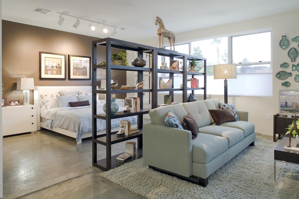 Зонирование помещения при помощи мебели в стиле лофт