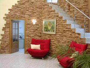 Как оформляются интерьеры при помощи камня