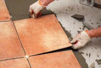 Облицовка керамической плиткой пола