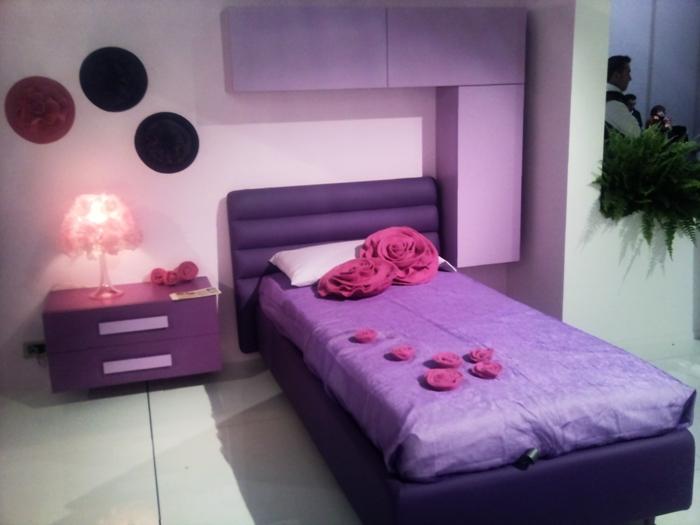 Фото интерьера сиреневой спальни