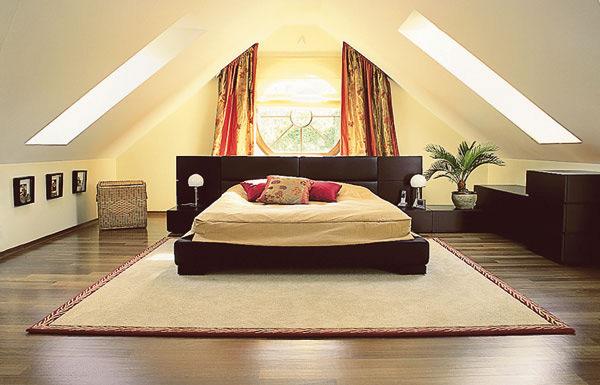 Обустройство спальни на мансарде